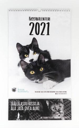 """Tuotepaketti: Kalenteri 2021 plus ovikyltti """"Kissojen maailmanvalloitus"""""""