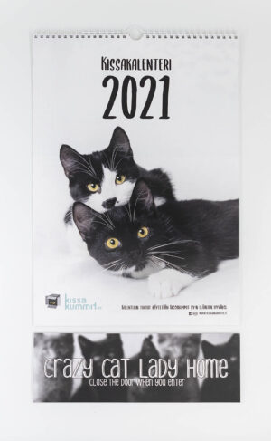 "Tuotepaketti: Kalenteri 2021 plus ovikyltti ""Crazy cat lady home"""