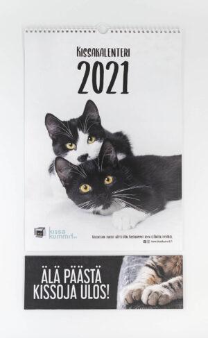 """Tuotepaketti: Kalenteri 2021 plus ovikyltti """"Älä päästä kissoja ulos"""""""