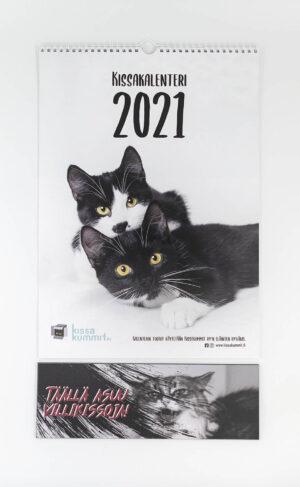 """Tuotepaketti: Kalenteri 2021 plus ovikyltti """"Täällä asuu villikissoja!"""""""